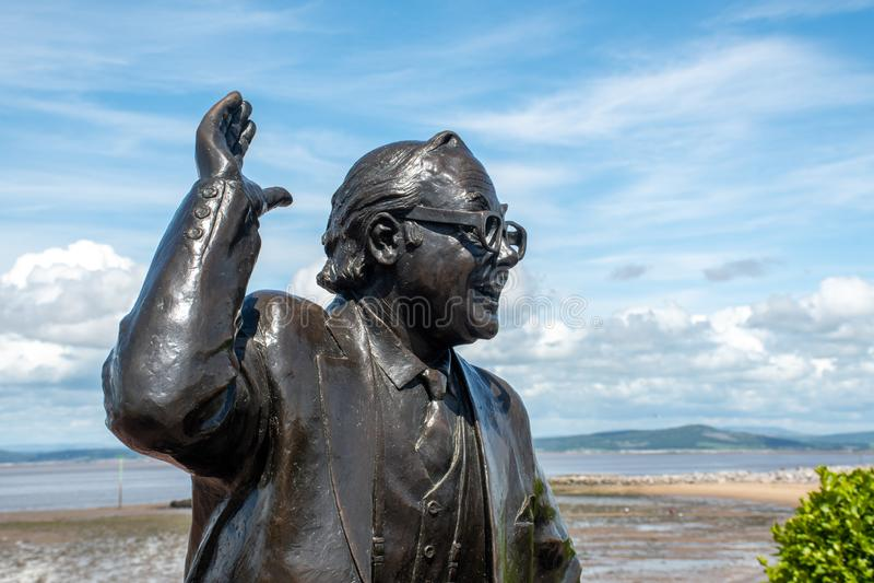 Деталь статуи Эрик Morecambe с голубым небом в предпосылке стоковая фотография rf