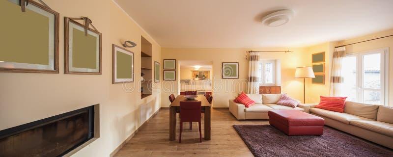 Деталь стульев и таблица в живущей комнате стоковая фотография rf