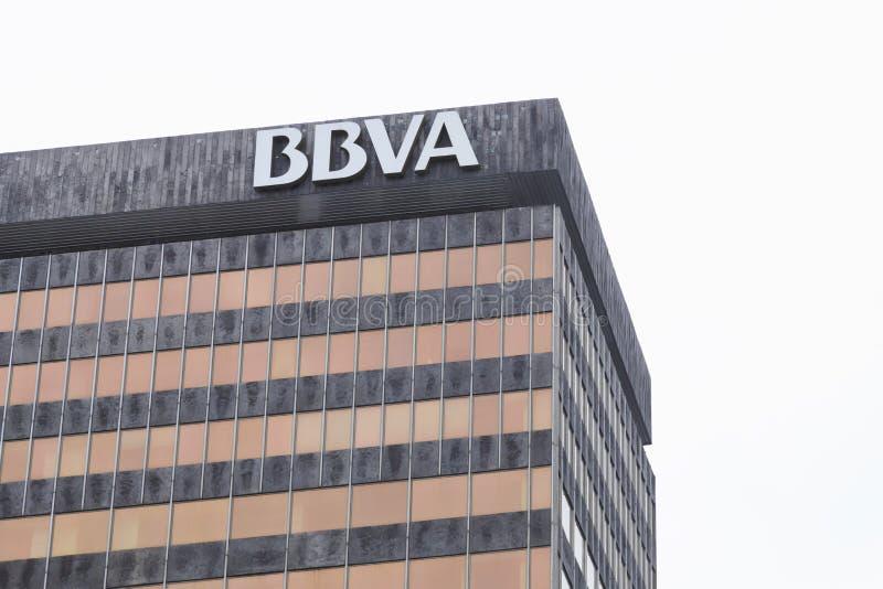 Деталь фасада здания банка BBVA стоковое фото