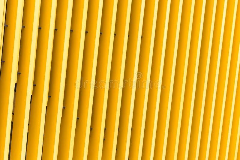 Деталь фасада здания желтого металла стоковое фото rf