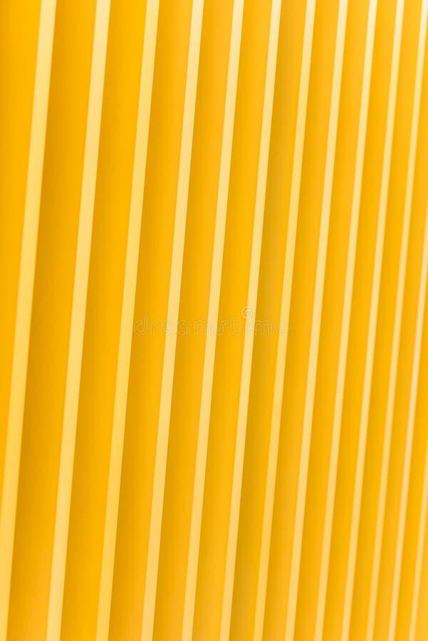 Деталь фасада здания желтого металла стоковая фотография rf