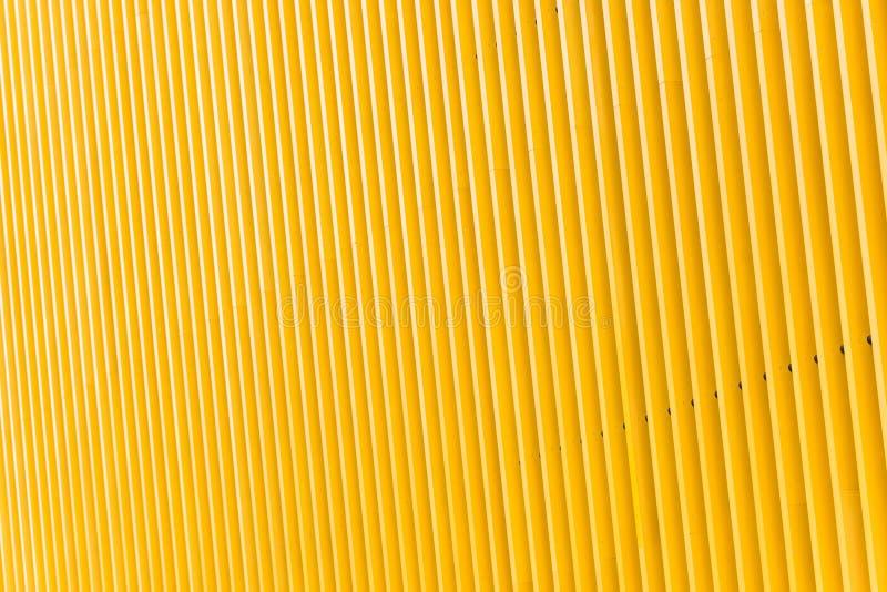 Деталь фасада здания желтого металла стоковые фото