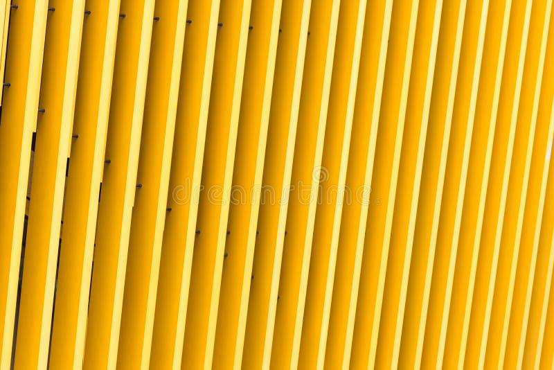 Деталь фасада здания желтого металла стоковые фотографии rf