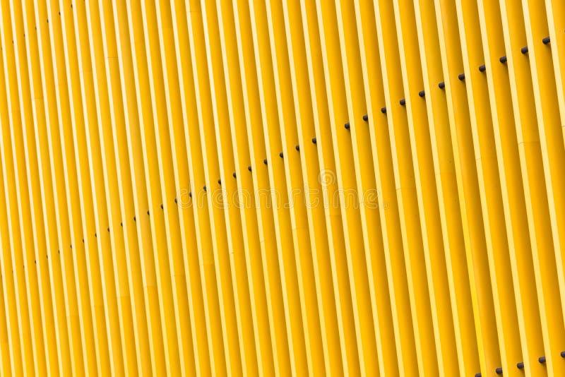 Деталь фасада здания желтого металла стоковое изображение rf