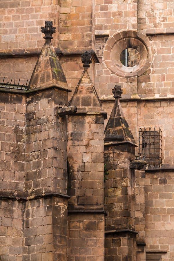 Деталь фасада крупного плана собора Барселоны стоковые фотографии rf