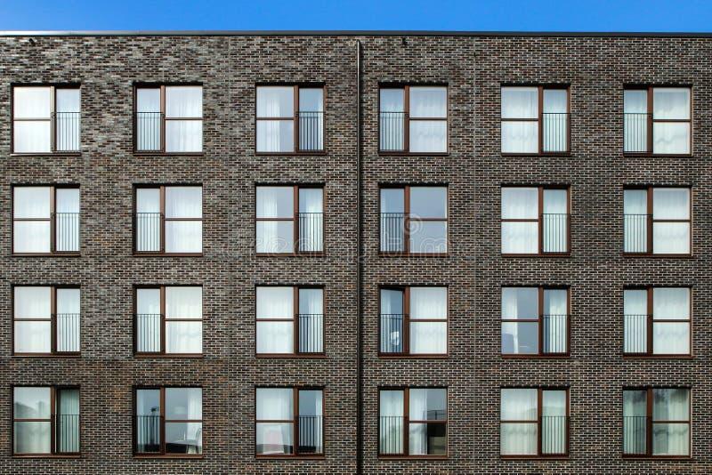 Деталь фасада современного живущего здания стоковые изображения rf