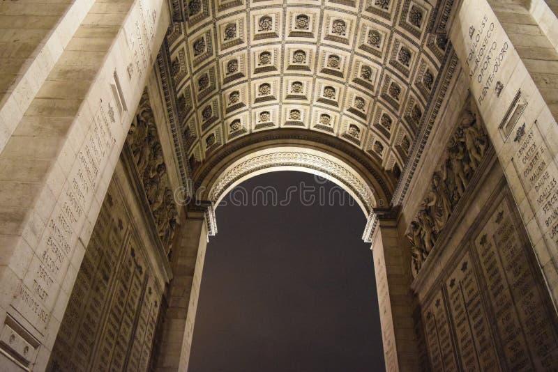 Детализируйте взгляд Триумфальной Арки, Парижа, дуги в декабре стоковая фотография