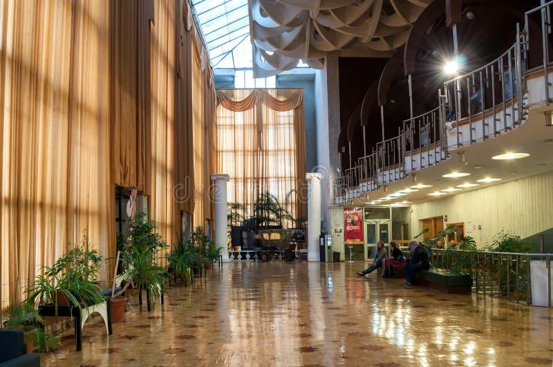 Детали архитектуры в интерьере регионального театра драмы названного после Fyodor Dostoevsky, Veliky Новгорода, России стоковое изображение