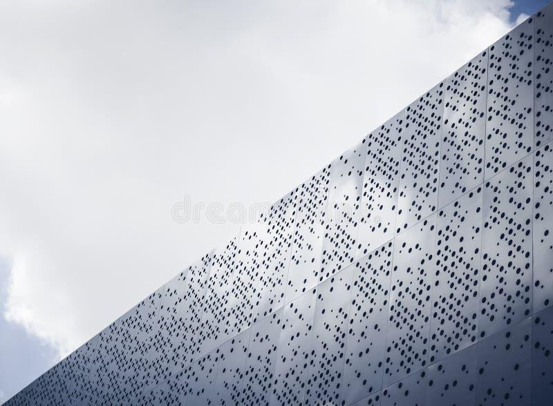 Детали архитектуры стального дизайна фасада современные стоковые изображения rf