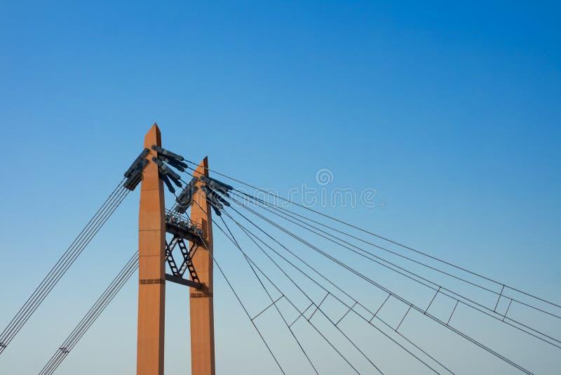 Детали железного моста на предпосылке голубого неба стоковая фотография
