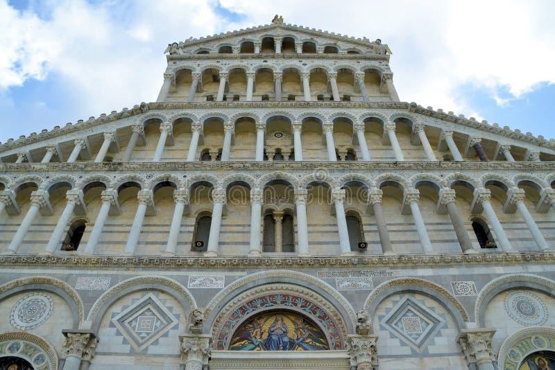 Download Детали собора Пизы стоковое изображение. изображение насчитывающей известно - 41658123