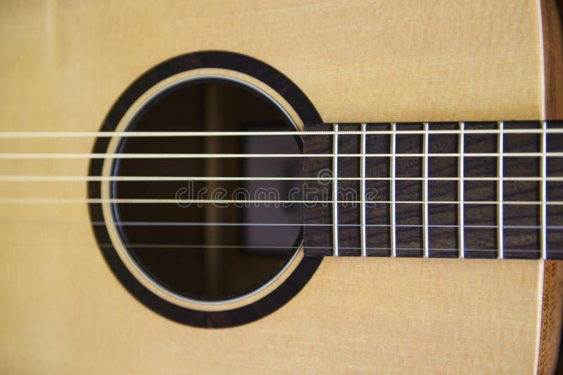 Деталь акустической гитары стоковые изображения rf