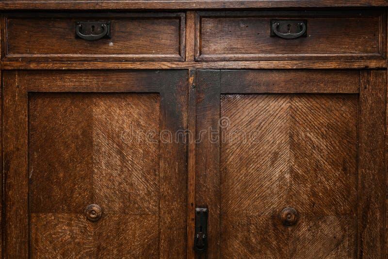 Деталь винтажной деревянной мебели отверстие двери для ключа Предпосылка и текстура естественной древесины стоковые изображения