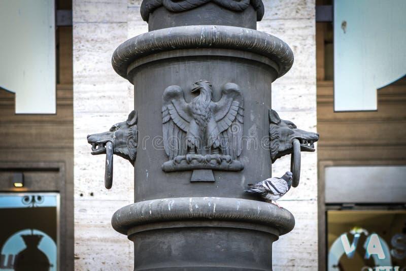 Деталь волка и орла в Риме, Италии стоковые фото