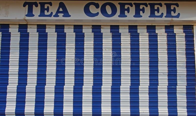 Деталь знака ярмарочной площади с голубыми нашивками стоковое фото rf