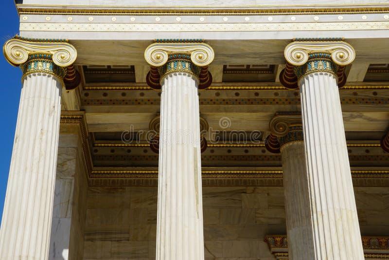 Деталь здания современной академии Афин стоковые изображения rf