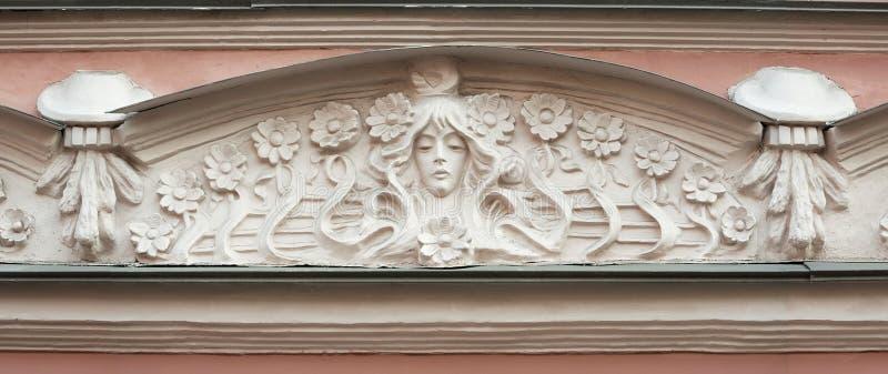 Download Деталь здания фронтона в стиле Nouveau искусства Стоковое Изображение - изображение насчитывающей женщина, камень: 40581143