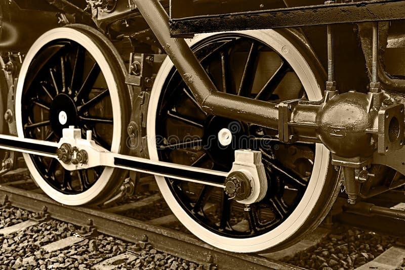 Деталь и конец Sepia вверх огромных колес на одном старом locomo пара стоковая фотография rf