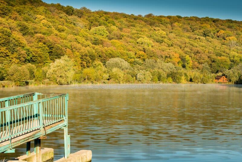 Деталь красивого озера в горах стоковое фото rf