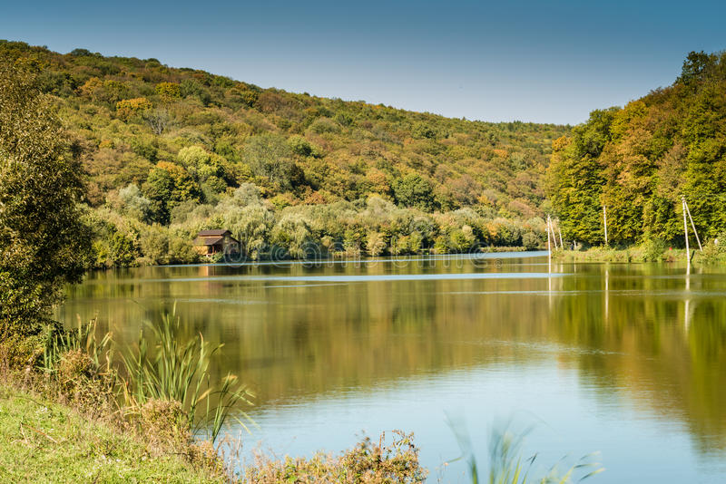 Деталь красивого озера в горах стоковое изображение rf