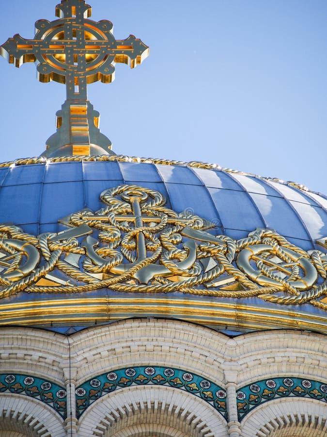 Деталь купола на военноморском соборе в Kronstadt России стоковая фотография
