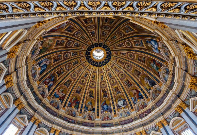 Деталь куполка базилики St Peters в Ватикане from inside, Рим стоковое изображение