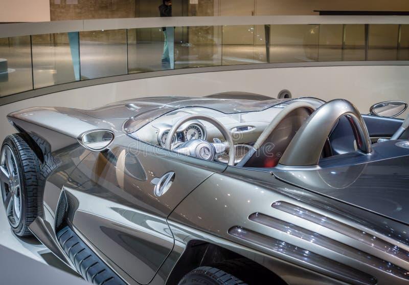 Деталь Мерседес-Benz F400 автомобиля концепции высекая, 2001 стоковые фотографии rf