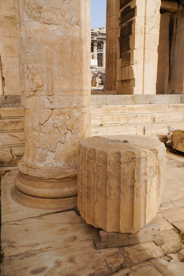 Деталь монументального ворот Propylaea в акрополе, Афинах стоковые изображения