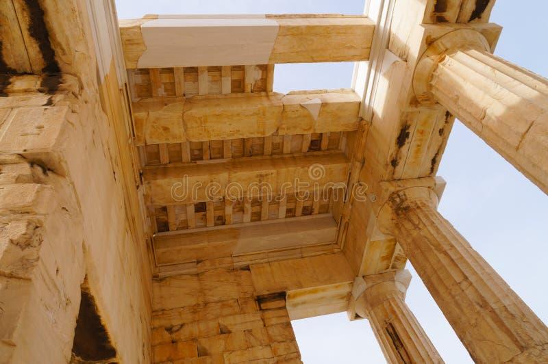 Деталь монументального ворот Propylaea в акрополе, Athe стоковые фото