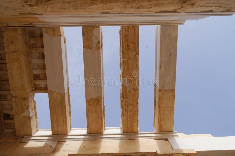 Деталь монументального ворот Propylaea в Acropol стоковая фотография