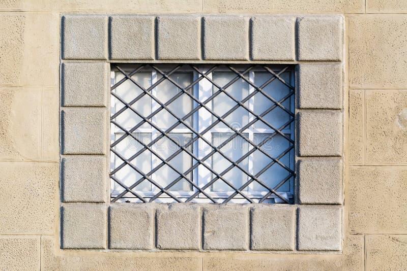 Деталь окна старого здания в Пизе, Тоскане стоковое изображение
