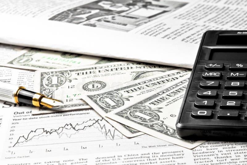 Деталь долларов приближает к калькулятору стоковое фото
