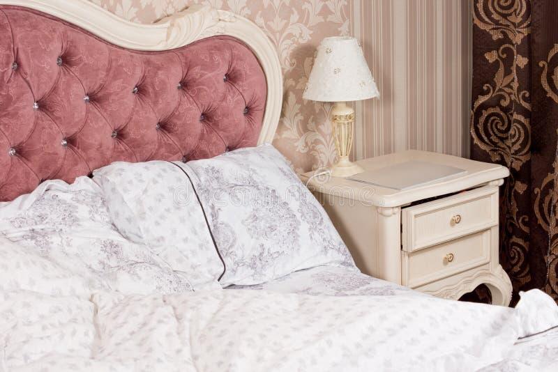 Роскошная деталь интерьера спальни стоковые фотографии rf