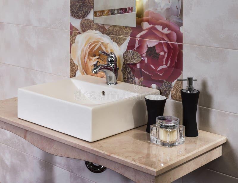 Деталь современной ванной комнаты стоковое фото