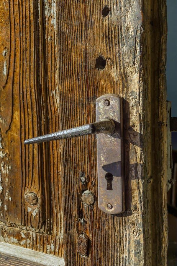 Деталь старого whit двери замок стоковые фотографии rf