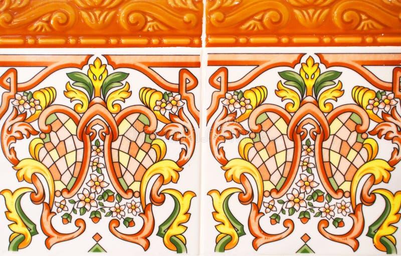 Деталь традиционных плиток от фасада старого дома декоративные плитки Плитки Испании традиционные флористический орнамент Майолик стоковые фото