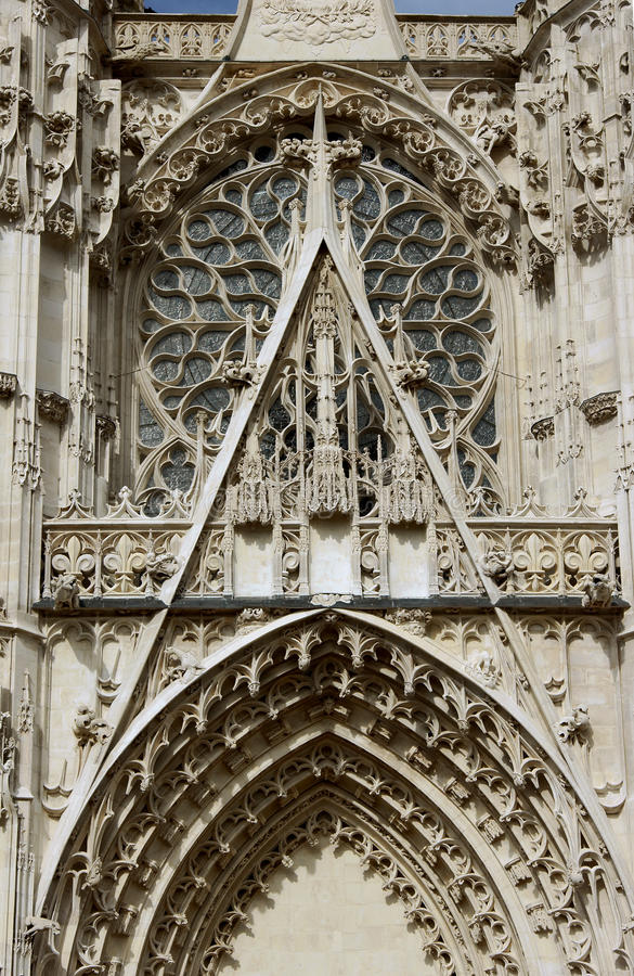 Деталь фасада собора стоковые изображения rf