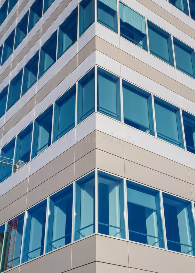 Деталь фасада современного здания стоковое изображение rf