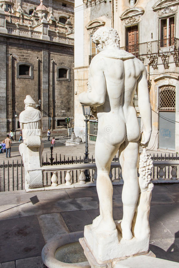 Деталь фонтана Претории в Палермо стоковое изображение rf
