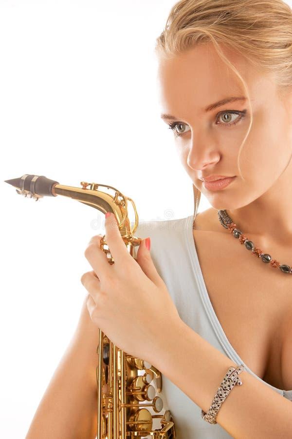 детеныши белокурого милого саксофона сексуальные стоковые изображения rf