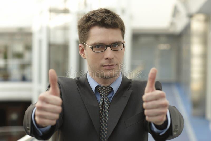 детеныши большого пальца руки u усмешки businessmanoffice стоковые изображения rf