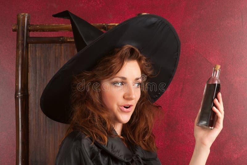 детеныши ведьмы redhead зель стоковое фото