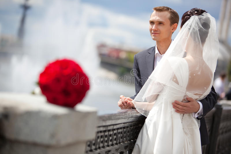 детеныши венчания пар стоковая фотография rf