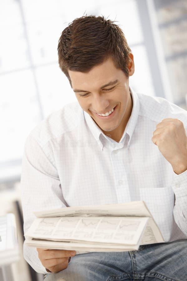 детеныши весточки бизнесмена счастливые стоковое изображение