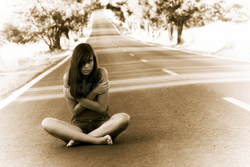 детеныши девушки потерянные стоковая фотография