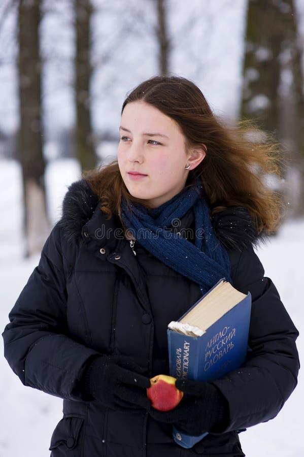 детеныши девушки словаря яблока стоковые изображения