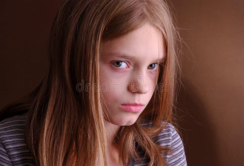 детеныши девушки sulky стоковое фото