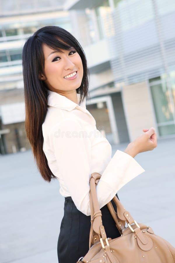 детеныши женщины азиатского дела милые стоковая фотография