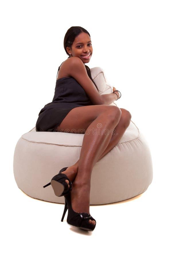детеныши женщины афроамериканца привлекательные ся стоковое фото rf