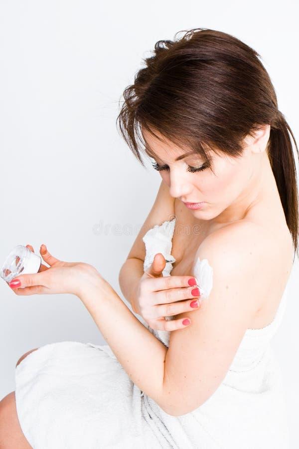 детеныши женщины брюнет стоковые изображения rf